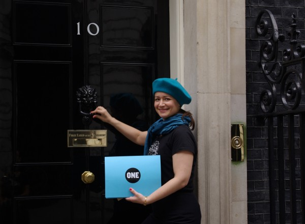 Saira delivers over 35,000 ONE Member signatures calling for the UK to crack down on phantom firms to 10 Downing Street.